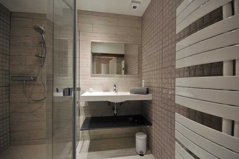 Figure 24A salle de bain avec douche à l'italiene chambre PODIUM.