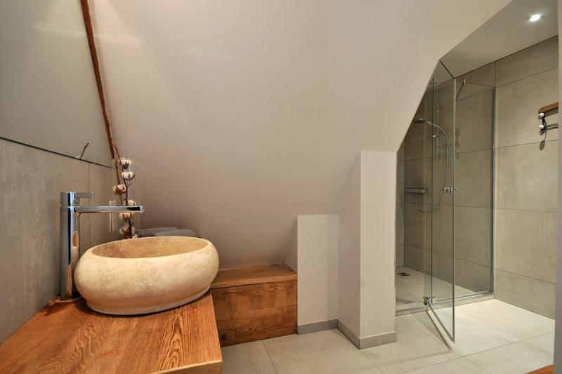 Figure 26A Salle de bain avec douche à l'italienne chambre FAMEUSE