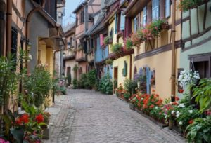 """Eguisheim - Elu par les français """"Village préféré des français"""" 2013"""